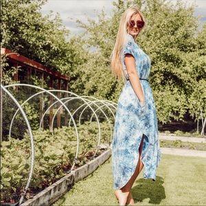 Dresses & Skirts - NWT Short Sleeve Blue & White Tie Dye Maxi Dress